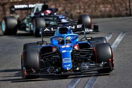 Fernando Alonso se aproveitou das reviravoltas do GP do Azerbaijão para terminar a prova na sexta posição