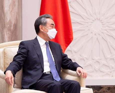 Ministro das Relações Exteriores da China, Wang Yi, durante visita a Riad, na Arábia Saudita 24/03/2021 Bandar Algaloud/Cortesia da Corte Real Saudita/Divulgação via REUTERS