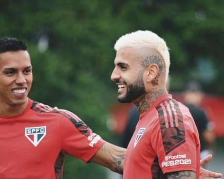 Liziero voltou a treinar com os companheiros nesta sexta-feira (Foto: Erico Leonan / saopaulofc)