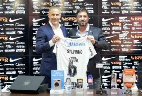 Sylvinho: alinhado com a diretoria (Foto: Rodrigo Coca/Ag. Corinthians)