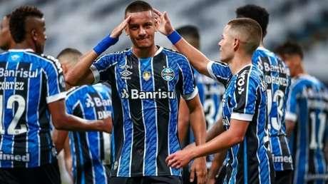 Homenagem é direcionada ao pai que era policial (Lucas Uebel/Grêmio FBPA)