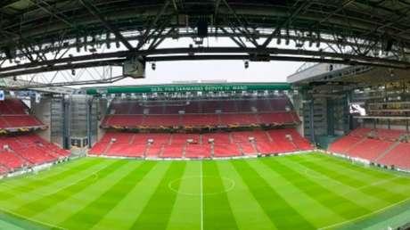 O Parken Stadium recebe o jogo entre Dinamarca e Finlândia (Foto: Reprodução)