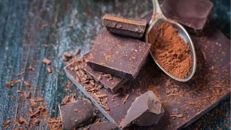 O chocolate amargo, por exemplo, é um alimento que deve fazer parte do cardápio