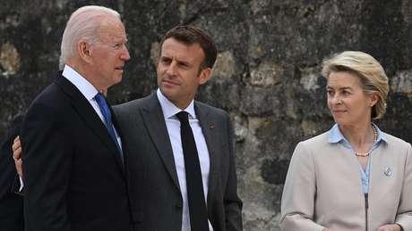 Biden se uniu a outros líderes mundiais como o presidente francês Emmanuel Macron e a chefe da Comissão Europeia Ursula von der Leyen em encontro do G7 na Cornualha, Inglaterra
