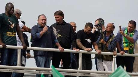 Pazuello disse que manifestação a favor de Bolsonaro não foi ato político