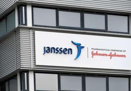 Vista externa de unidade da Janssen Vaccines, subsidiária da Johnson and Johnson. 9/3/2021. REUTERS/Piroschka van de Wouw