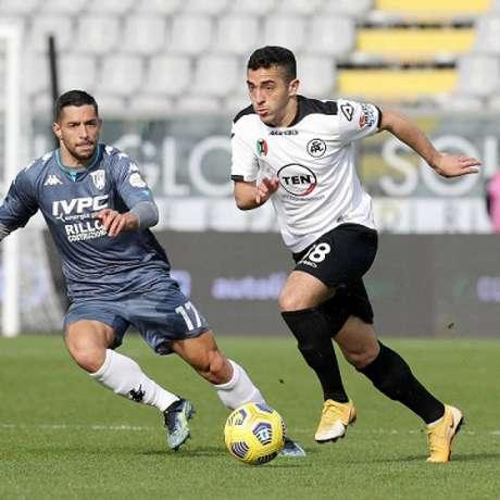 Léo Sena foi comprado pelo Galo em 2020 junto ao Esmeraldino e agora joga na Itália-(Divulgação/Spezia)