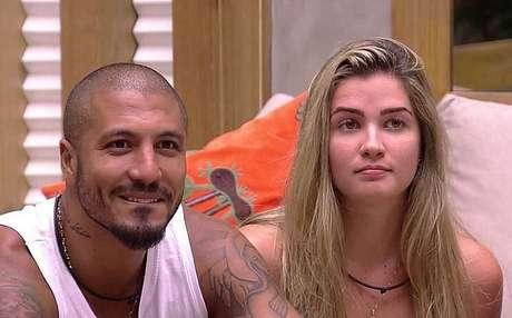Aline e Fernando no BBB15. TV Globo/Reprodução