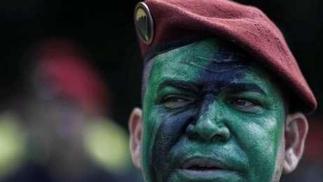 Apoiadores de Bolsonaro têm uma forte identificação com os militares