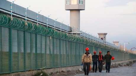 A China criou uma ampla rede de campos de detenção para minorias na região de Xinjiang