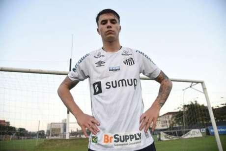 Vinícius Zanocelo foi apresentado pelo Santos nesta sexta (Divulgação/Santos)