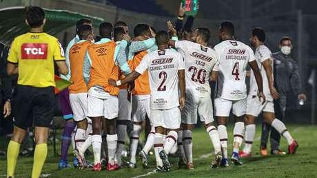O time de Roger Machado pode conseguir um feito importante nesta noite (Foto: Lucas Merçon/Fluminense)