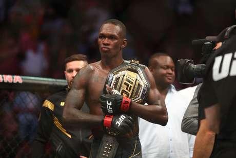 Nigeriano Israel Adesanya mantém o cinturão do UFC