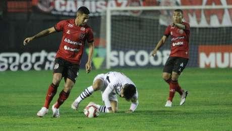 O Vasco conquistou, no Rio Grande do Sul, a primeira vitória nesta Série B (Carlos Insaurriaga / Brasil de Pelotas)