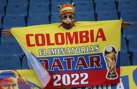 Cartaz de torcedor colombiano com referência às Eliminatórias da Copa do Mundo de 2022. 8/6/2021 REUTERS/Luisa Gonzalez