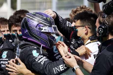 Lewis Hamilton está surpreso com o nível de diversão que a temporada 2021 tem entregado