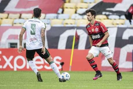 Rodrigo Caio em ação contra o América-MG, pelo Brasileirão, no Maracanã (Foto: Alexandre Vidal/Flamengo)