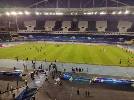 Escudos do Botafogo foram tampados pela organização da Copa América no Nilton Santos (Divulgação)