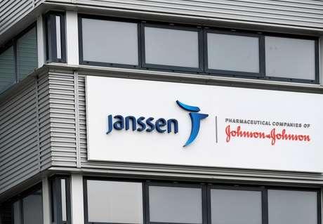 Fachada de sede da Janssen em Leiden, na Holanda 09/03/2021 REUTERS/Piroschka van de Wouw