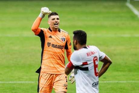 Tiago Volpi e Reinaldo lamentam derrota do São Paulo