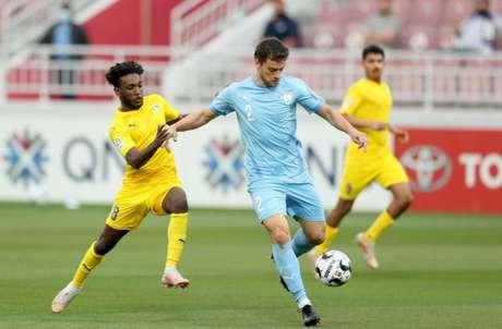Lucas Mendes em se destacado no Qatar e despertou interesse de clubes turcos (Foto: Divulgação / Al Wakrah)