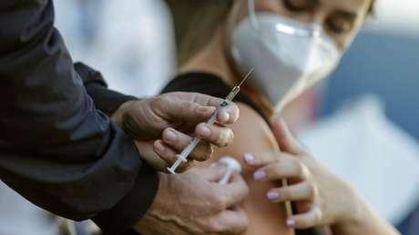 Solo el 11% de la población brasileña (23,4 millones de personas) había sido vacunada dos veces antes del 9 de junio.