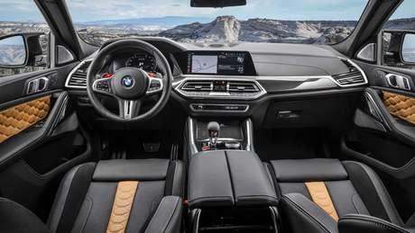 BMW X6 M Competition conta com central multimídia iDrive de 12,3''.