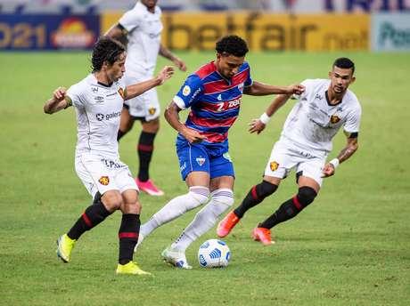 Fortaleza venceu o Sport neste domingo (13)