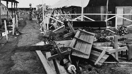 Destroços de pavilhão em Jonestown, onde centenas de pessoas morreram no final dos anos 1970