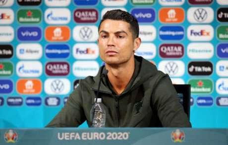 Cristiano Ronaldo busca saída da Juventus (Foto: HANDOUT / UEFA / AFP)