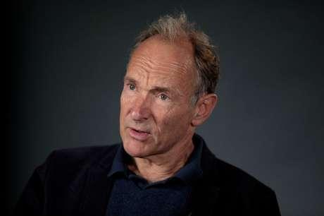 Tim Berners-Lee em entrevsita em Londres 27/10/2018 REUTERS/Simon Dawson