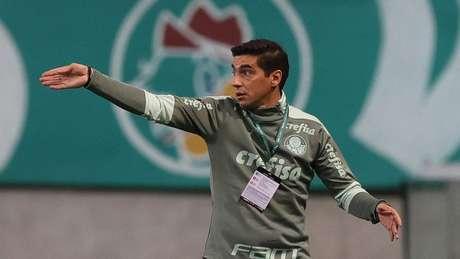 Abel Ferreira no comando do Palmeiras diante do Universitario (Foto: Cesar Greco/Palmeiras)