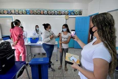 Vacinação de estudantes contra Covid-19 em Betim (MG)  16/06/2021 REUTERS/Washington Alves