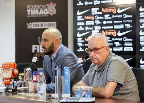 Alessandro e Roberto de Andrade podem ter espaço para buscar reforços (Foto: Rodrigo Coca/Ag. Corinthians)