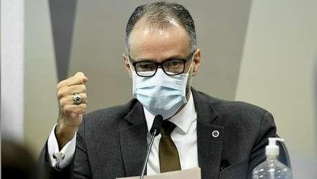 Para senador, o presidente da Anvisa deixou claro que não havia motivo jurídico que impedisse governo Bolsonaro de comprar vacina antes de aval da Anvisa
