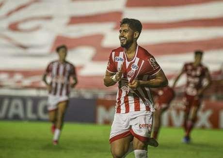 Jogador marcou o gol que fechou o placar diante do Vila Nova (Tiago Caldas/CNC)