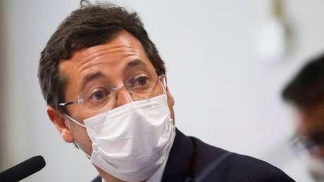 Fabio Wajngarten em depoimento à CPI; ele e Carlos Bolsonaro participaram de reunião com a Pfizer