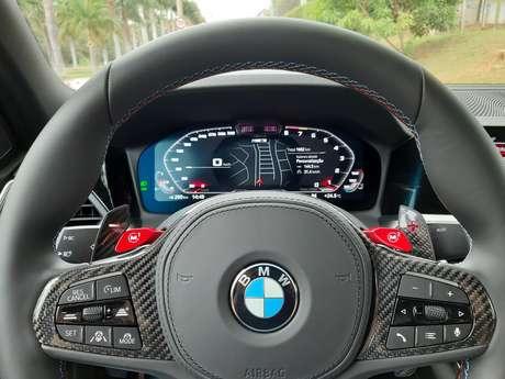 BMW M3 Competition Track: volante tem carbono e dois botões de memória (M1 e M2).