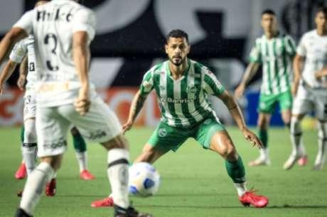 Elton foi titular contra o Santos, na Vila (Divulgação/Juventude)