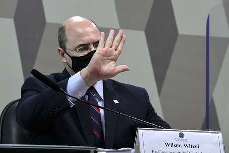 À mesa, ex-governador do Rio de Janeiro, Wilson Witzel