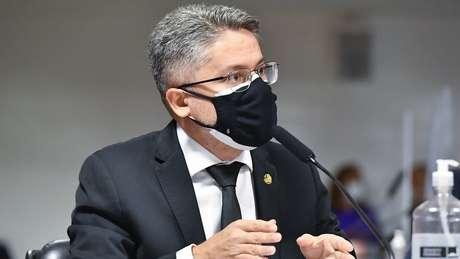 Para senador Alessandro Vieira, CPI conseguiu comprovar que governo Bolsonaro fez de tudo para não comprar vacinas