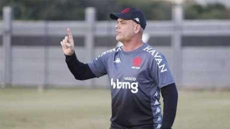 Auxiliar substituiu Marcelo Cabo, suspenso (Foto:Rafael Ribeiro/Vasco)