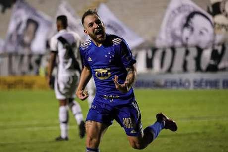 Bruno José jogou bem e ainda fez o gol da vitória celeste em Campinas-(Igor Sales/Cruzeiro)