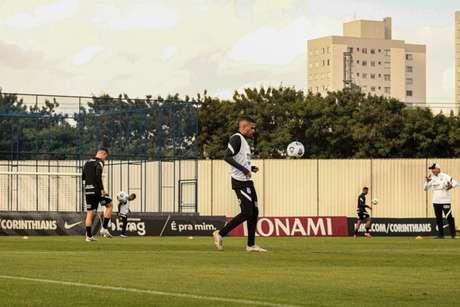 Corinthians se reapresentou na tarde desta quinta-feira já de olho no duelo com o Bahia (Foto: Felipe Szpak)