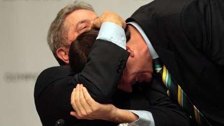 Em foto de 2009, Lula e Eduardo Paes comemoram escolha do Rio como sede das Olimpíadas; boa relação entre os dois possibilitou novo encontro, diz Maia