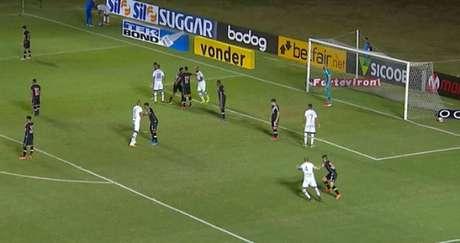 O Avaí marcou os dois gols da partida no primeiro tempo (Foto: Reprodução/Premiere)