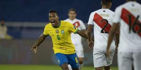 Alex Sandro foi um dos destaques do Brasil na goleada por 4 a 0 sobre o Peru (Lucas Figueiredo/CBF)