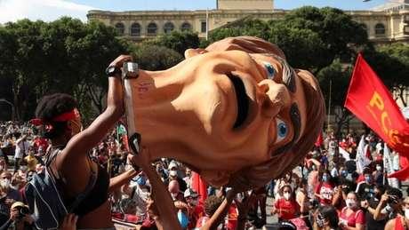 Manifestação contra Bolsonaro no Rio, em 29 de maio; novos atos ocorrem neste sábado pelo país