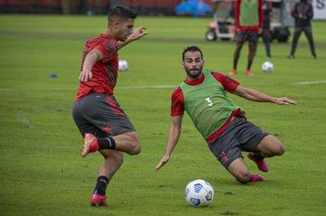 Thiago Maia em atividade com o elenco principal do Flamengo no Ninho do Urubu (Foto: Alexandre Vidal/Flamengo)