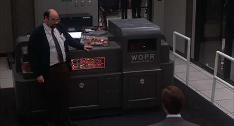 UOPR. Um computador com cara de computador, sem nada sinistro.